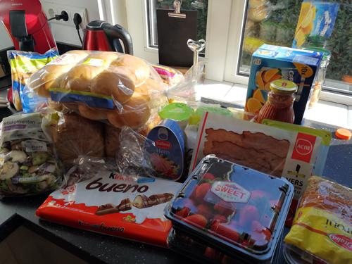 Bij Zus' boodschappenwagen met veel brood