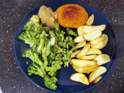 Broccoli aardappelpartjes saté schnitzel beenham